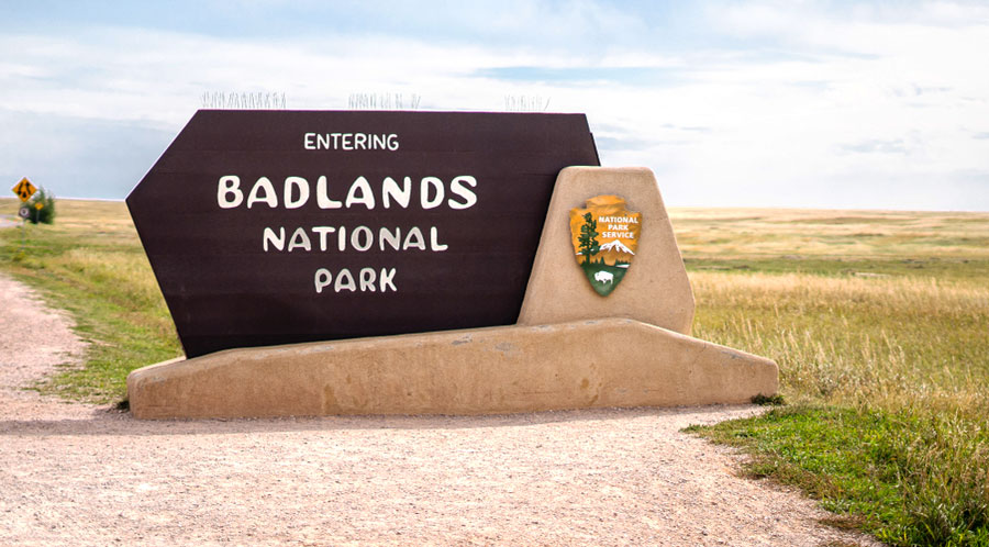 View of the entrance sign of Badlands National Park