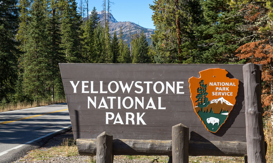 View of the Yellowstone National Park sign